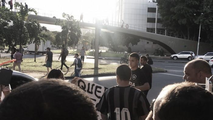 Em nota, Botafogo lamenta atos de torcedores após chegada da delegação no Rio