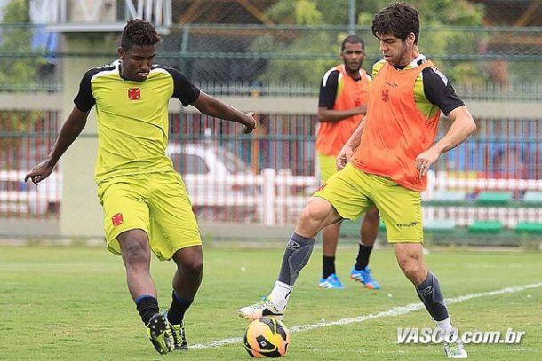 Comandado por Juninho, time misto do Vasco encara Goiás pela Copa do Brasil