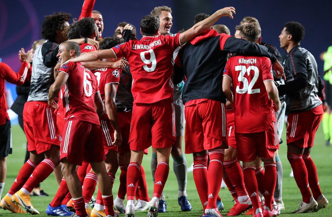 L'esultanza dei giocatori del Bayern al fischio finale. | Foto: @ChampionsLeague