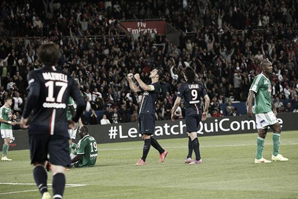 Ruffier falha, Ibrahimovic dá show, PSG goleia Saint-Étienne e encosta no líder Bordeaux