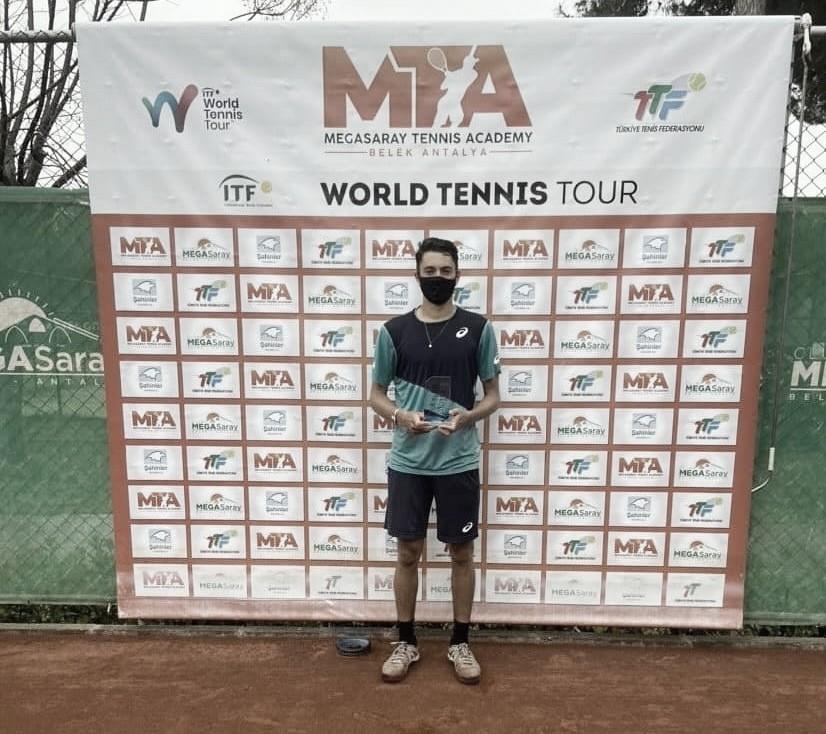 Sem perder sets, brasileiro Matheus Pucinelli ganha primeiro título profissional