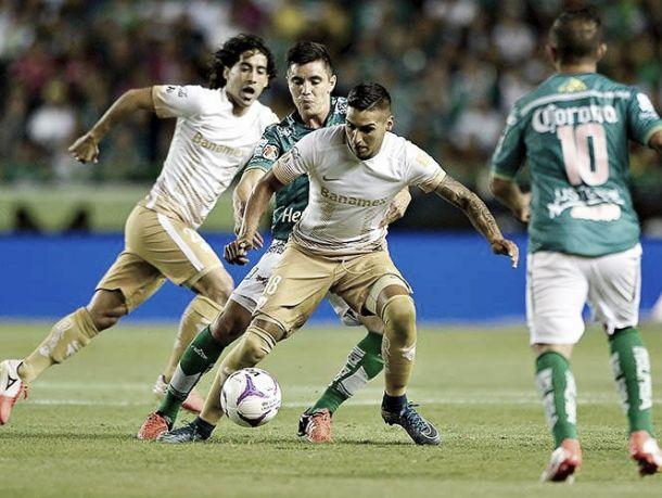 Pumas aprovecha errores de León y saca tres puntos del Nou Camp