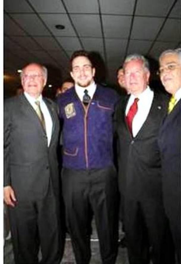 Pumas CU son presentados por el rector de la UNAM para la Liga Mayor 2013
