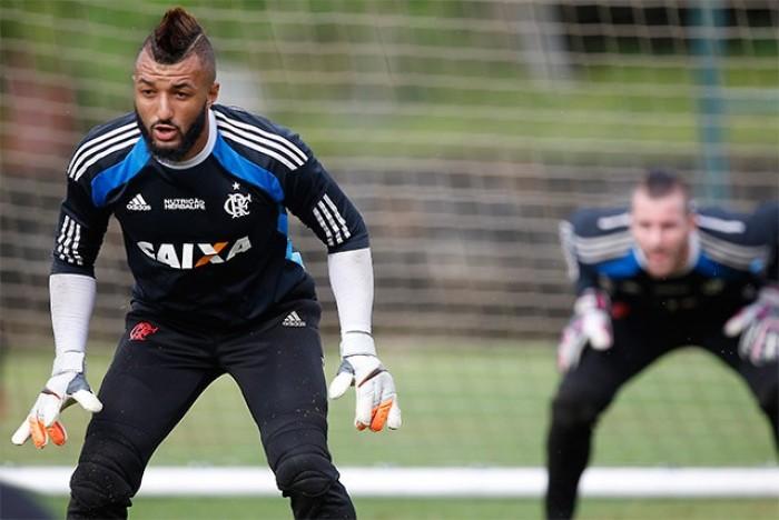 Convocado, Alex Muralha desfalcará Flamengo contra Santa Cruz; dúvida contra Flu