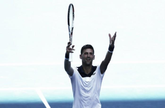 Sob forte calor, Djokovic vence Monfils e avança no Australian Open