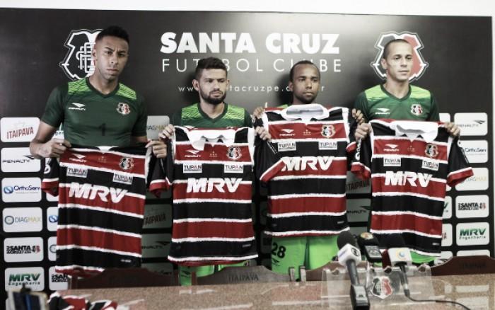 Quarteto de reforços é apresentado no Santa Cruz para sequência do Brasileirão