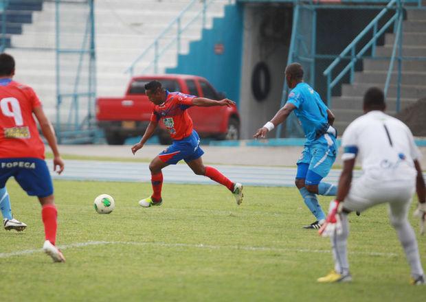 Deportivo Quevedo golea al Manta de local por 3-0