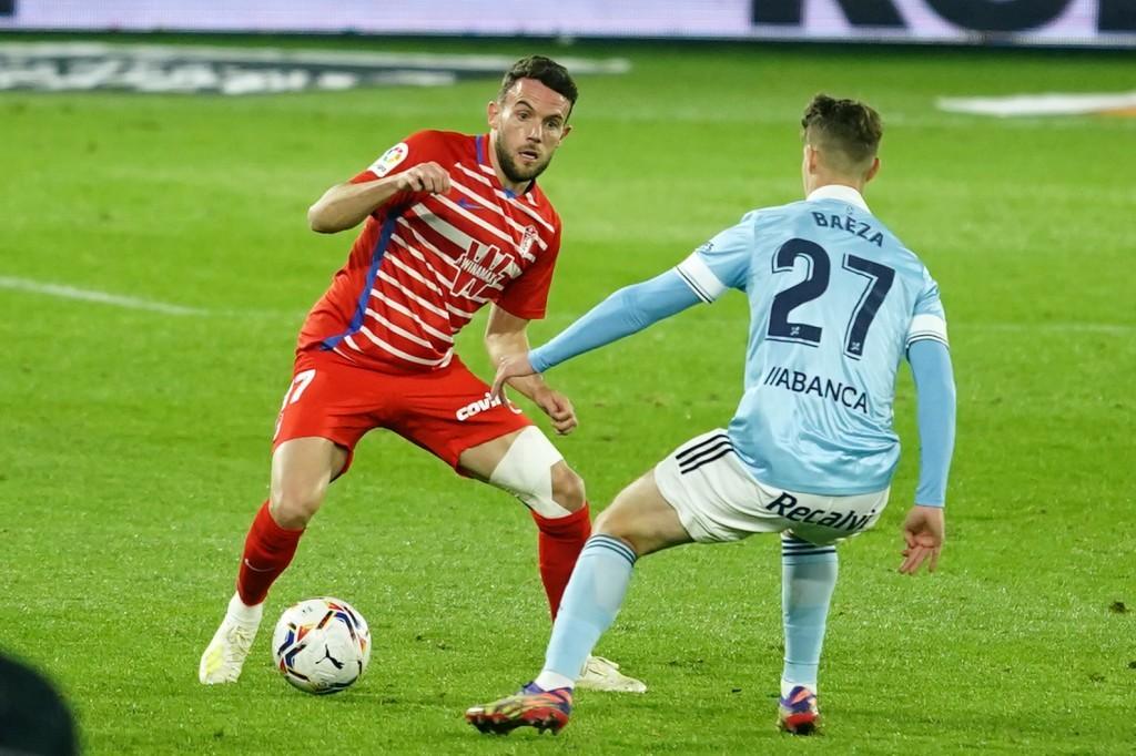 Quini reapareció tras casi un año de lesión ante el Celta de Vigo con un aparatoso vendaje en su rodilla izquierda. FOTO: Granada CF / Pepe Villoslada