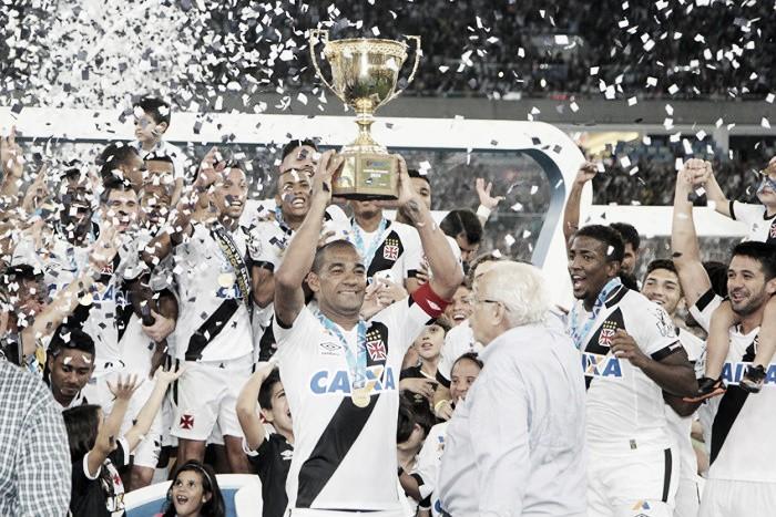 """Rodrigo provoca Flamengo após título estadual pelo Vasco: """"Aqui é nosso território"""""""