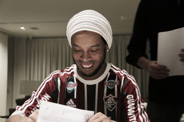 Ronaldinho Gaúcho no Fluminense com pompa e circunstância