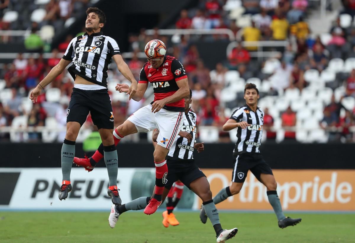 Notas: Leo Valencia volta a decepcionar e Rabello é destaque negativo contra Flamengo