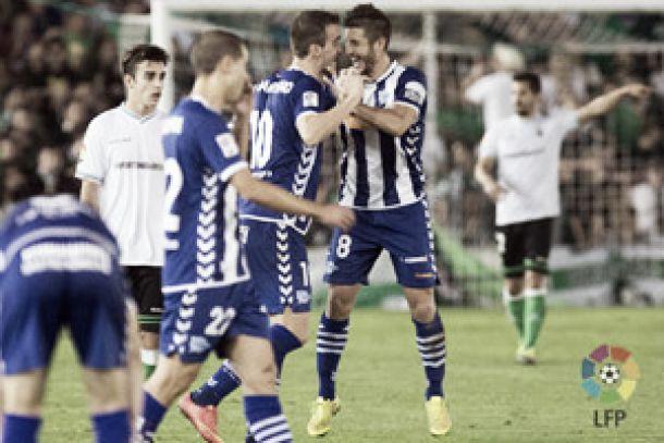 El Racing de Santander busca vencer al Alavés en un encuentro con precedentes muy igualados