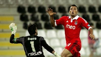 Benfica vence sin brillo a Paços de Ferreira