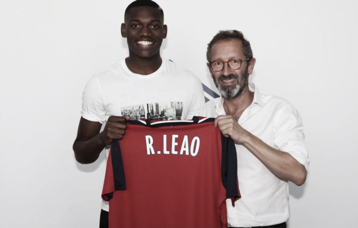 Rafael Leão já oficial em França