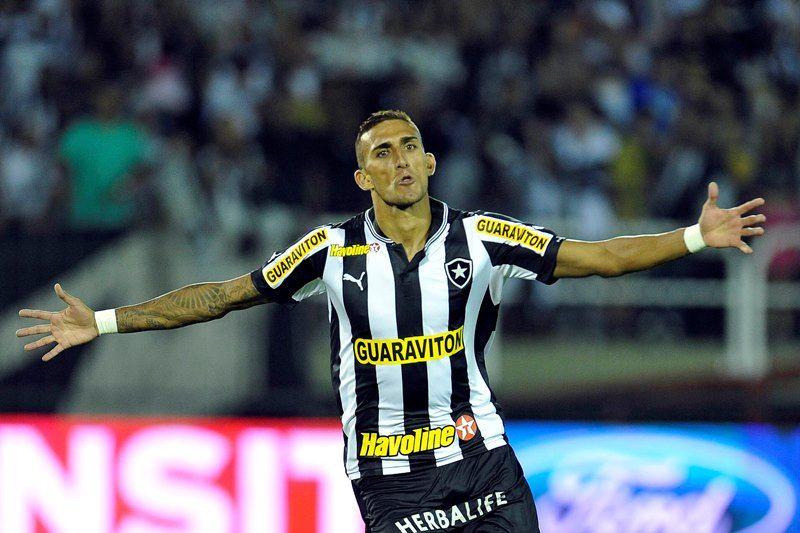 Botafogo vence CRB e avança na Copa do Brasil