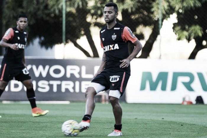 Carioca sente desconforto na coxa e não enfrenta América-MG; Fábio Santos é relacionado