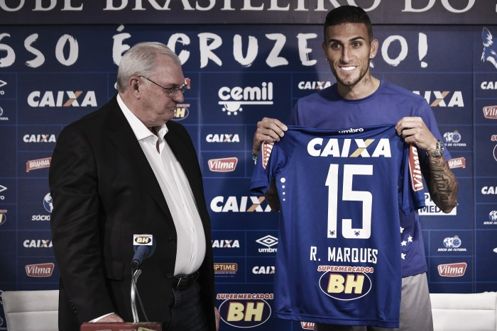 """Rafael Marques é apresentado no Cruzeiro e revela """"namoro"""" antigo com a Raposa"""