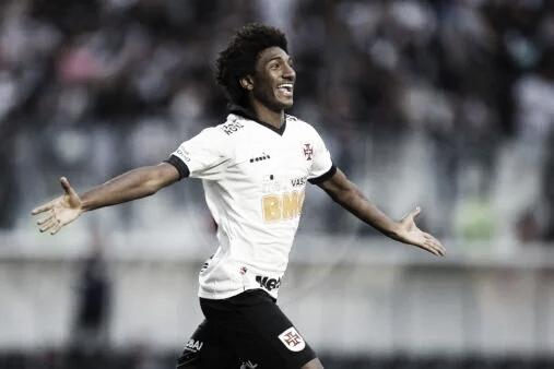 Jornal inglês afasta rumores de interesse do Liverpool em Talles Magno, do Vasco
