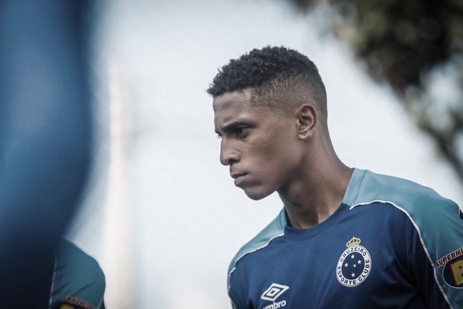 Rafael Santos deve deixar Cruzeiro por empréstimo rumo à Chapecoense