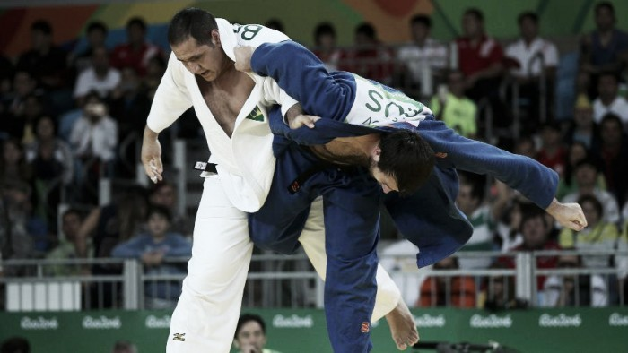 Judô: Rafael Silva vence Renat Saidov por Ippon e vai às quartas de final