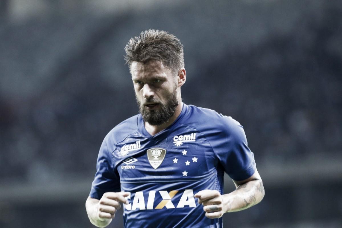"""Campeão com o Cruzeiro, Sobis cita Atlético: """"Um time comemora jogo, o outro comemora título"""""""