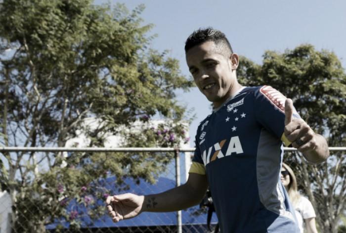 """Rivais na Arábia, Rafinha celebra chance de atuar ao lado de Thiago Neves: """"Vai agregar ao grupo"""""""