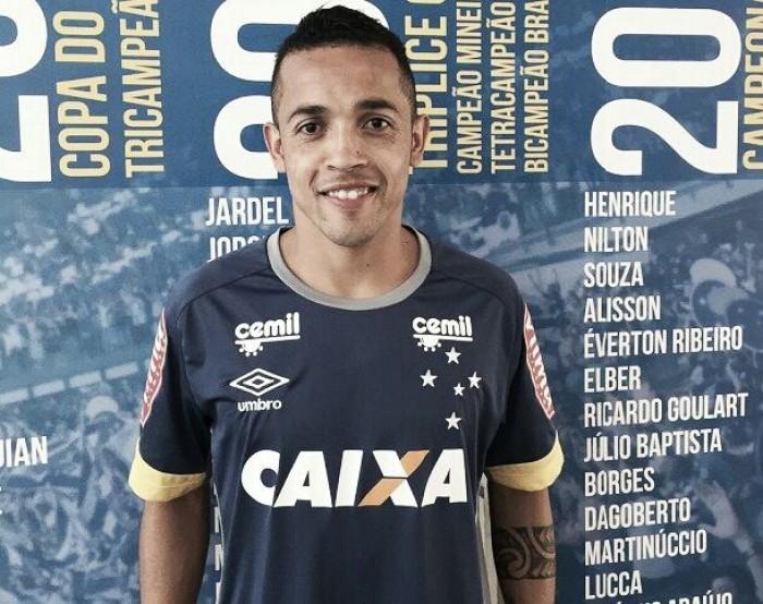 Ex-Coritiba, meia Rafinha é anunciado como novo reforço do Cruzeiro
