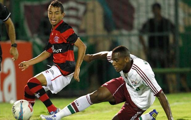 Flamengo vence o clássico e tira o Fluminense da liderança do grupo