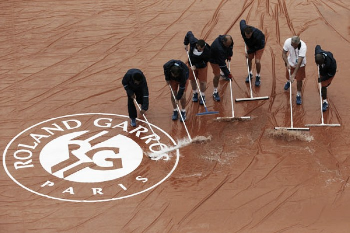 French Open 2016: Rain dominates opening day