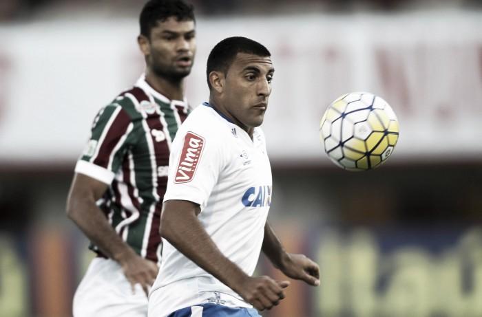 Ramón Ábila mira vitória em sua primeira partida pelo Cruzeiro no Mineirão