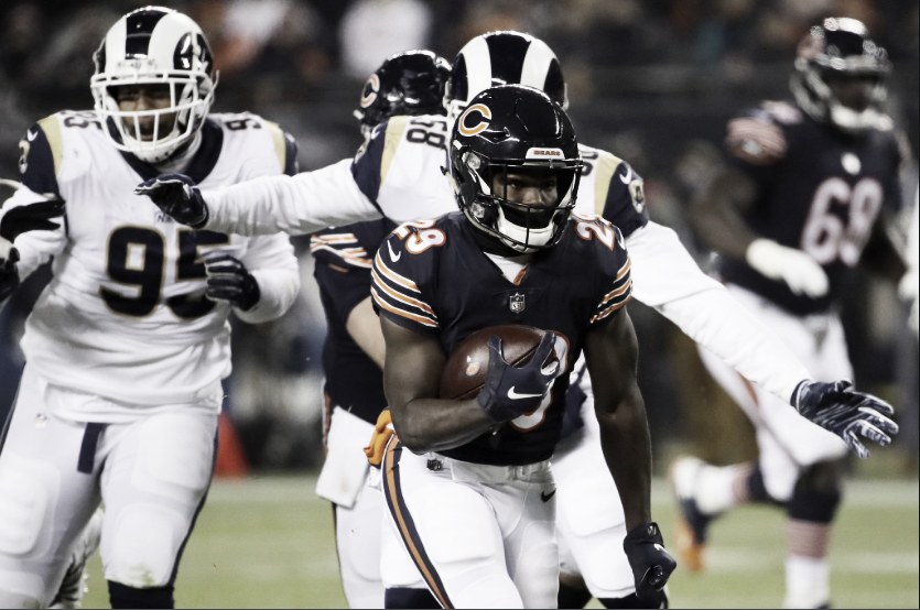 Defensa de Bears frena a Rams