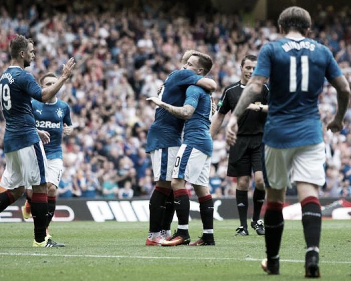 Com um gol em cada tempo, Rangers bate Annan Athletic e assegura liderança na Copa da Liga