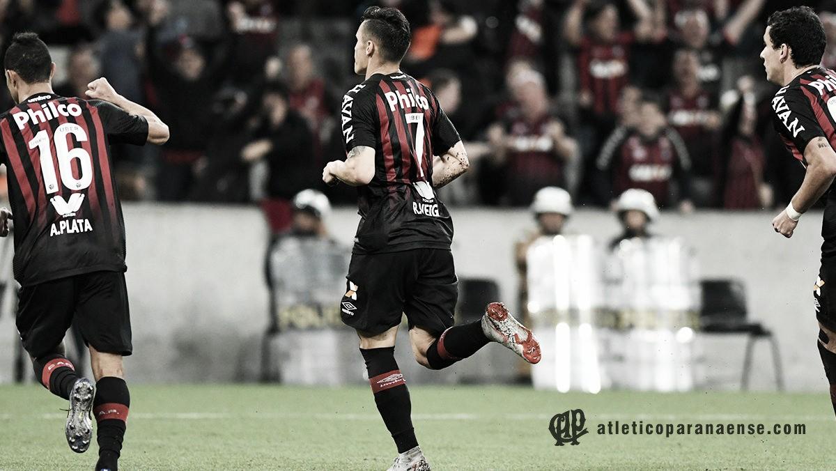 Em jogo adiado, Atlético-PR bate Vasco e emplaca quinta vitória seguida na Arena da Baixada