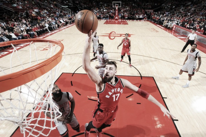 Toronto vence en rodeo ajeno a Houston