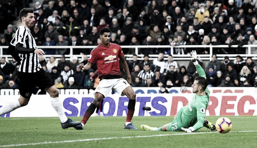 Fora de casa, Manchester United bate Newcastle e encosta no G-5 da Premier League