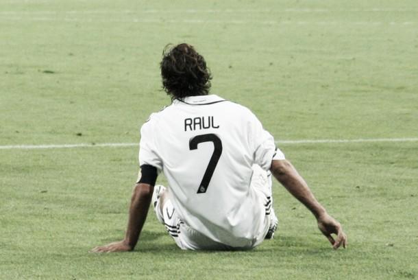 """L'ultima del """"Siete"""": Raùl si ritira dal calcio giocato"""