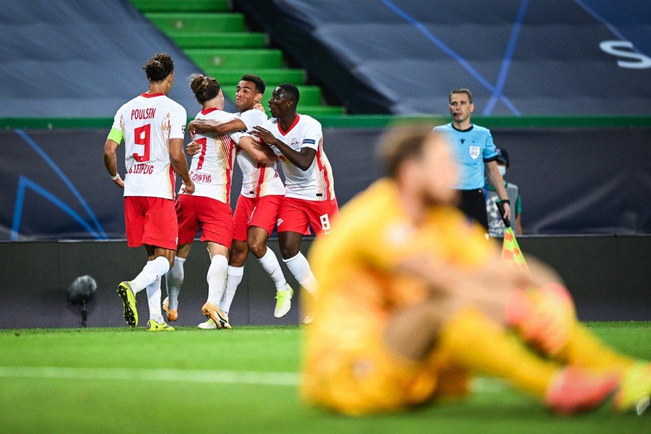 L'esultanza dopo il gol di Adams. | Foto Twitter @DieRotenBullen.