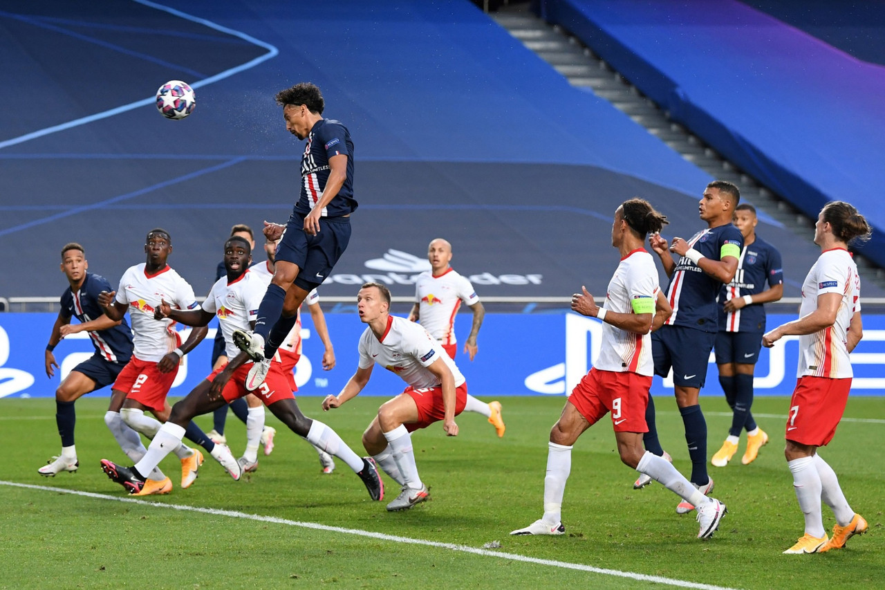 Il colpo di testa di Marquinhos dello 0-1. | Foto: Twitter @ChampionsLeague.
