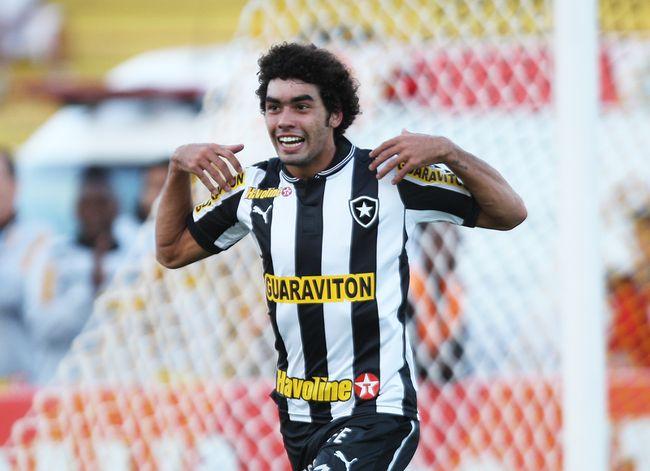 Com time reserva, Botafogo vence Volta Redonda