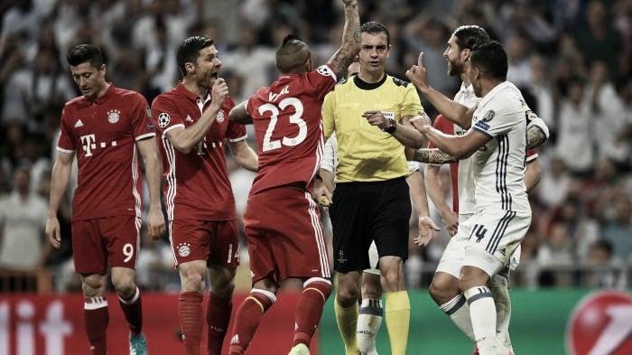 L'arbitro non fa grande il Bayern Monaco