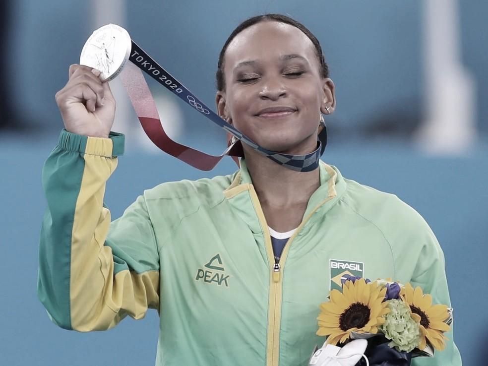 Histórico! Rebeca Andrade leva prata na final do individual geral da ginástica artística