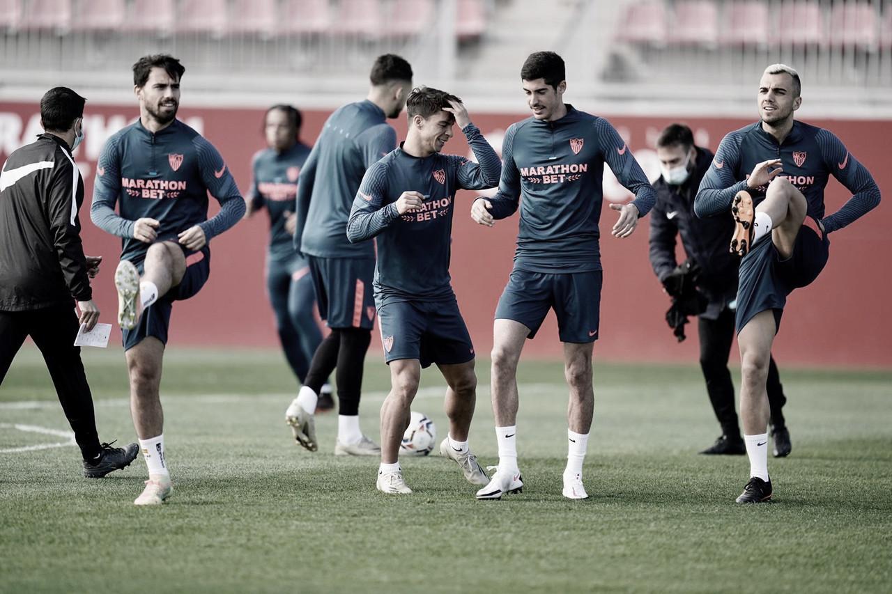 Suso y Carlos Fernández entrenando junto a Oliver Torres y Jordan. Foto de Twitter: @SevillaFC