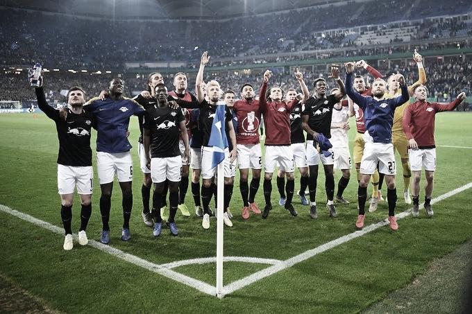 Festa de um lado e lamentação do outro após primeira semifinal da Copa da Alemanha