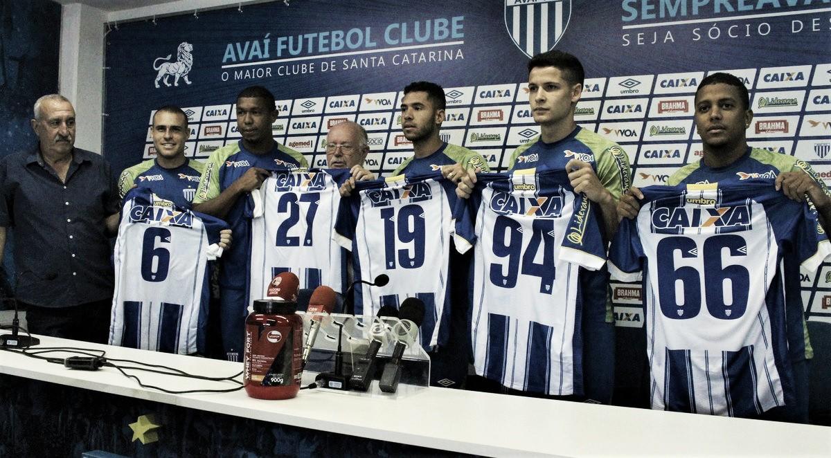 Três retornos e duas novidades: Avaí apresenta cinco reforços para sequência da temporada