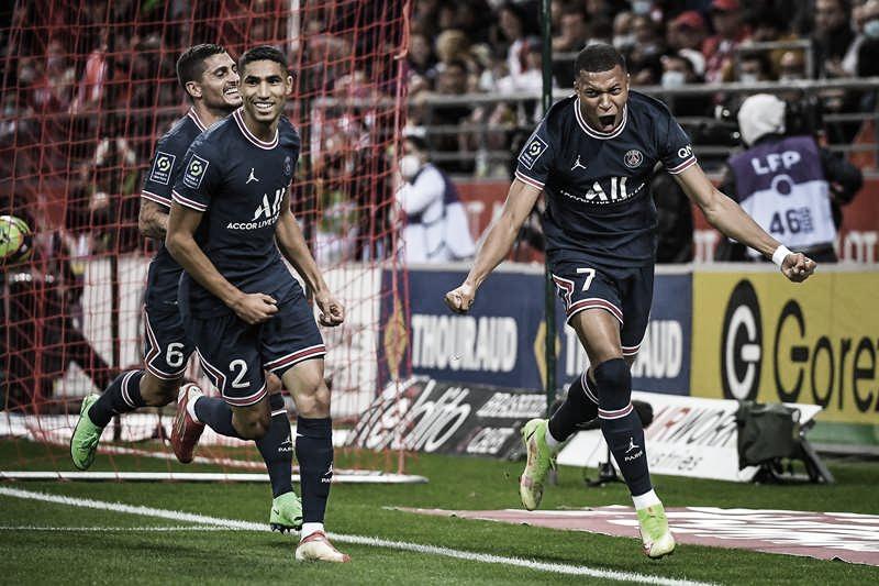 Mbappé marca duas vezes, PSG vence Reims na estreia de Messi e mantém liderança isolada