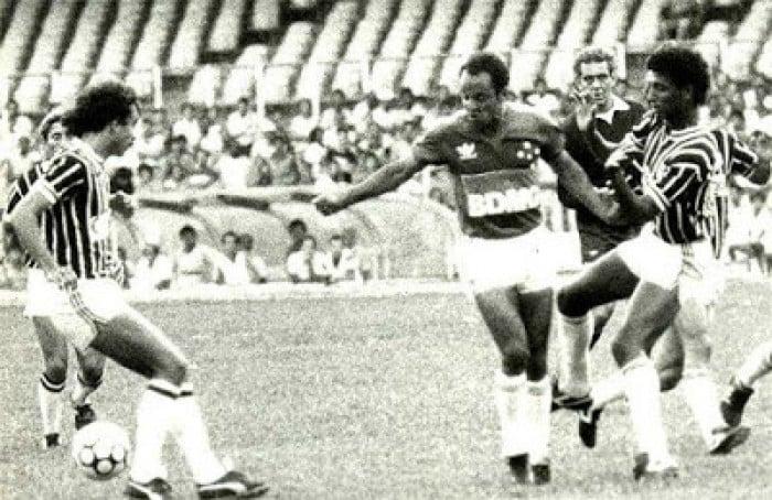 Há 30 anos, Reinaldo, ex-Atlético, era apresentado como jogador do Cruzeiro
