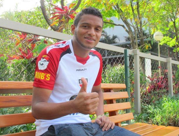 Após começo de desconfiança do torcedor, Reinaldo vira solução para lateral tricolor