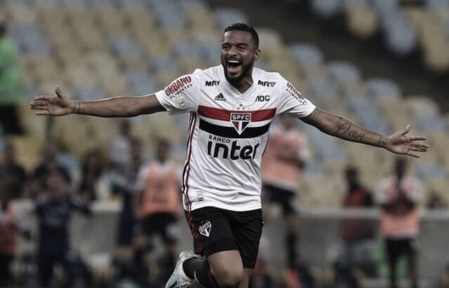 Entre altos e baixos, Reinaldo completa sete anos de São Paulo