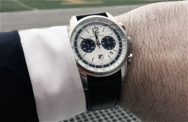Millonarios lanza reloj oficial de la marca Bomberg
