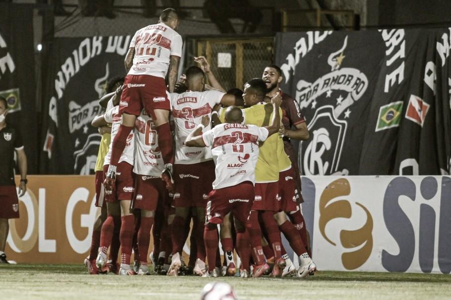 Com dois gols de pênalti, CRB vence Remo e se firma no G-4 da Série B